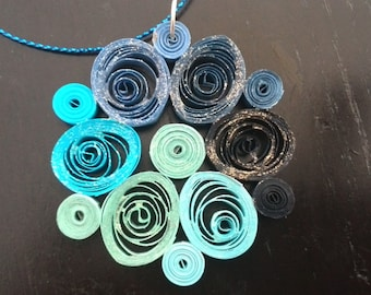 Pendant in technical quilling