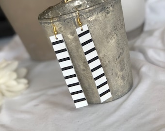 """Black and white stripe 3"""" leather bar"""