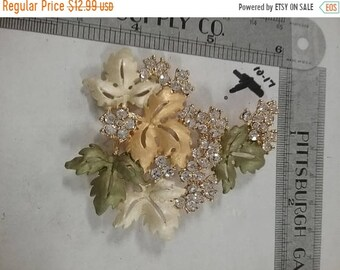 10%OFF3DAYSALE Large used pin brooch goldtoned flowers