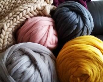 Giant chunky yarn 100 % merino wool tops yarn , to make chunky knitting cheap shipping good price 4 lbs!!! Almost  2 kg, chunky yarn, giant