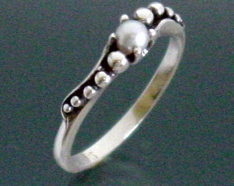 Peapod Sweep Ring with Pearl ~ Size 3 1/2 to 9