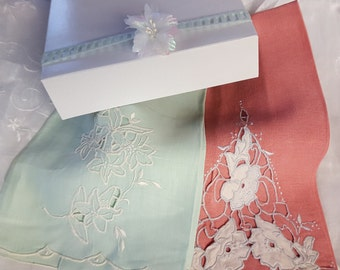 Gift Boxed Set of Two  Vintage Pink and Green  Linen Hand Towels With Cutwork Embroydery In Excellent Condition Fingertips Towels Tea Towels