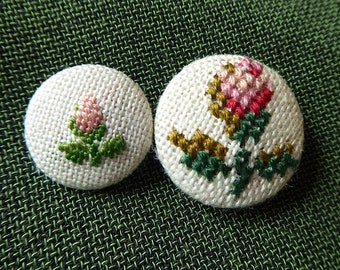 Vintage embroidered Fabric Buttons with Roses - Rose Buttons - embroidery crosstich button
