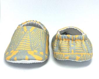 9-12mo RTS Baby Moccs: Art Deco Doors of NYC / Crib Shoes / Baby Shoes / Baby Moccasins / Vegan Moccs / Soft Soled Shoes / Montessori Shoes