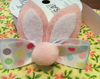 Bunny ears hair clip - pink/white