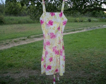 A Pretty GARDEN PARTY 90s SUNDRESS, w Splashes of Flowers, S Size 6