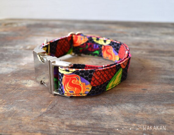 Rock 'n' roll dog collar adjustable. Handmade with 100% cotton fabric. Buckle side release. Guittar punk style leash. Wakakan
