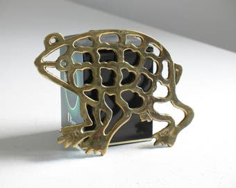 Vintage brass frog trivet / brass kitchen accent / metallic kitchen decor / frog lover gift