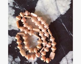 Peachy Coral Vintage Necklace / Beaded Boho Necklace / Pastel Peach 70s Necklace