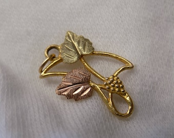Black Hills Gold Charm / Pendant GREAT CONDITION 10K-12K BHG Ladies Pendants / Charms Black-Hills-Gold Leaves Jewelry