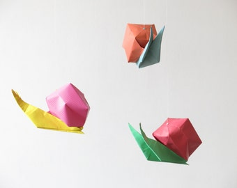 Mobile snails origami