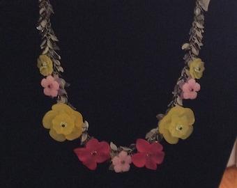 FLOWER POWER - VINTAGE Lucite  Flower Necklace Gunmetal Chain