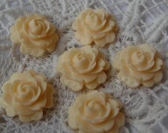 12 pcs  15mm Beautiful Rose Cabochon.Ivory