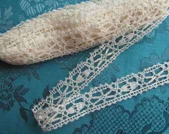 3 yards of creme vintage crocheted lace