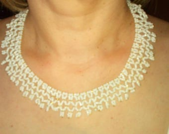 Necklace woven lace in white and gold seed beads