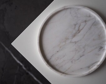 "Round marble tray 21cm(8,3"") of Italian Calacatta marble, antic finish, white marble tray, minimalist tray, decor marble tray, white tray"