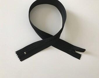 Non detachable 40 cm black closure