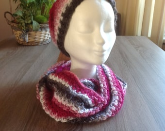 Hat with matching Colsjaal/Beanie and Infinity scary