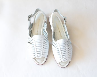 Vintage Naturalizer Size 7 White Leather Huaraches Flat Sandals