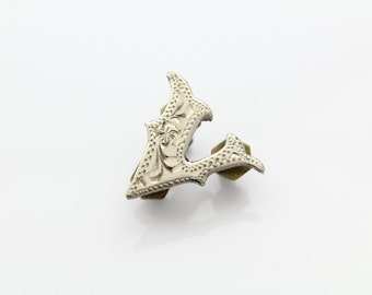 Vintage Alpaca Silver Letter Initial V Engraved Cowboy Hat Badge Pin Mexico. [7554]