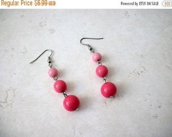 ON SALE Retro Pretty In Pinks Plastic Dangle Earrings 62617
