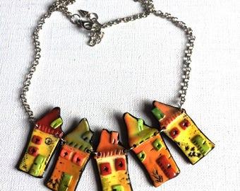 """Collier """"mon village"""" avec perles en argile polymère - nouvelle collection"""
