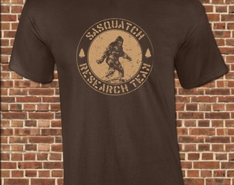 SASQUATCH mens T-Shirt all sizes available funny research team finding bigfoot yeti photo vintage tee UG293