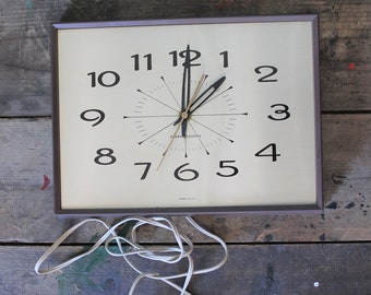 Vintage 60's Mid Century Clock | Works Perfect | Made in USA