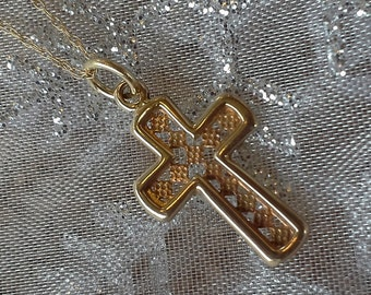 "14K Gold Diamond-Patterned Cross Necklace on 18"" chain (st - 582)"