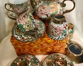 Vintage floral teapot and 6 teacups and saucers