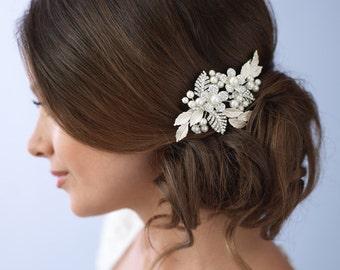 Flower Hair Comb, Pearl Bridal Hair Comb, Bridal Accessories, Floral Comb Accessories, Floral Hair Comb, Silver Wedding Hair Comb ~TC-2233