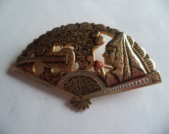 Vintage Unsigned Damascene Fan with Guitar and Spanish Lady  Brooch/Pin Lightweight