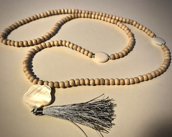 Natural color wood beads necklace.