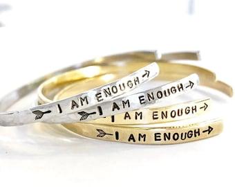 Je suis assez - fabriquées à la main Bracelet manchette argent ou or - aluminium, laiton