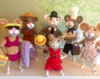Needle felted mouse.
