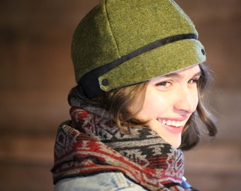 Green reversible Meversible cloche beanie hat, reversible to gray