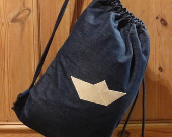 Gymnastic bag/backpack with paper boat
