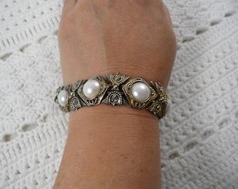 Vintage Faux Pearls Metal Bracelet