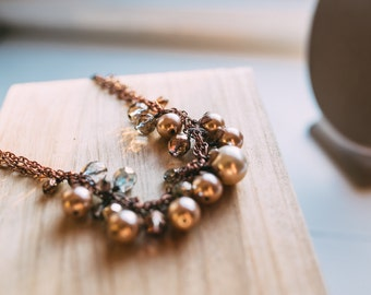 Chunky pearls and leaves necklace