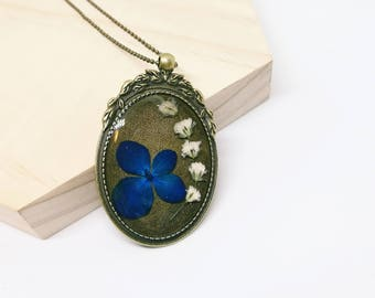 Hydrangea Flower Necklace - Olive Branches Frame