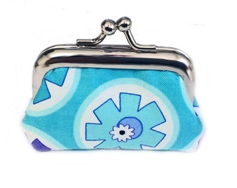 Blue Retro Flowers - Tiny Kisslock Metal Frame Coin Purse