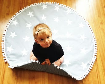 Round baby play mat, monochrome, white stars on grey, modern nursery, crawling mat. Nursery rug. Nursery decoration. Baby shower gift.
