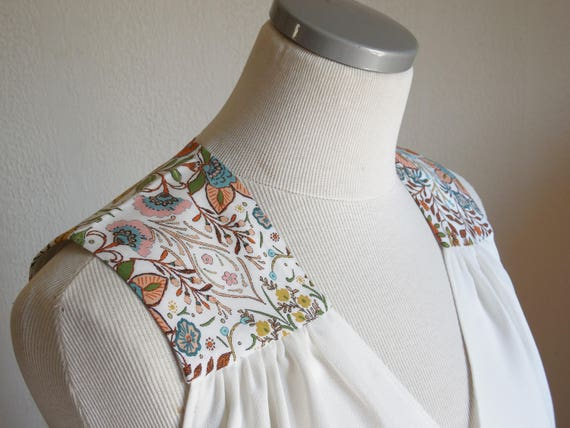 Woman tank top, white tank top, summer sleeveless top, white ecru top,multicolored flowers, floral tank top. women summer outfit