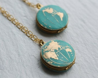 World Map Locket, Globe Necklace, Planet Earth Necklace, Map Pendant, Traveller Jewelry, Travel Necklace, Graduation Gift