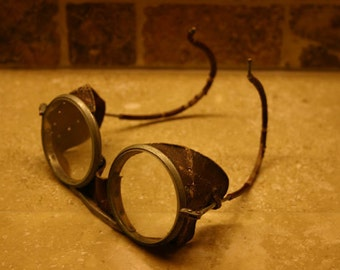 Antique Willson Motorcycle / Automobile Safety Goggles, Leather Sides / Shields - Steampunk