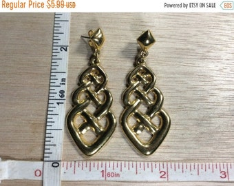 10%OFF3DAYSALE Vintage Gold Toned Celtic Knot Earrings Used
