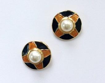 Vintage Earrings / Vintage 80s Earrings / Clip On Earrings / Mobe Pearl Earrings / Enamel Earrings / Costume Earrings / 80s Glam Earrings