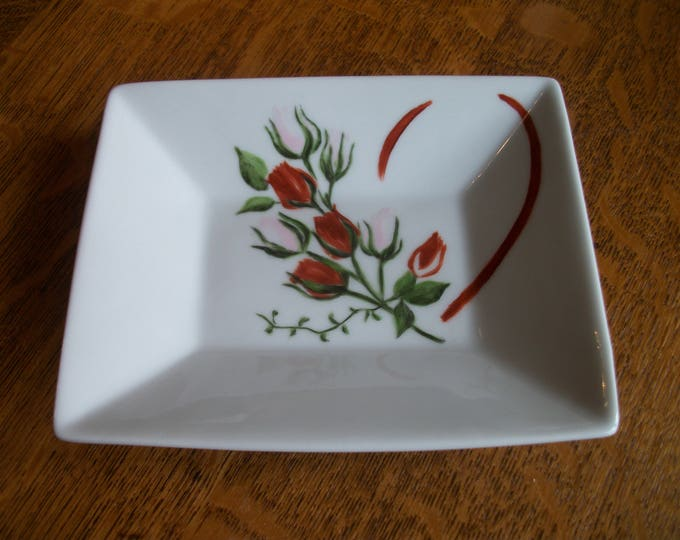 small trinket / handpainted porcelain / heart / flowers