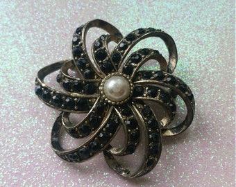 Vintage Fashion Brooch, pin, collectable, rhinestones, pearl