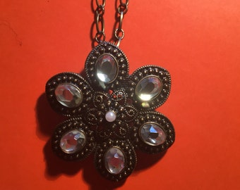 Crystal flower bronze necklace